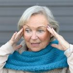 confused-older-woman-with-dementia
